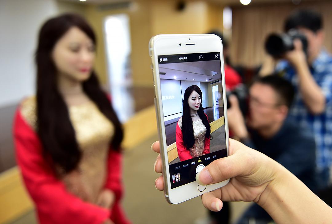 Китайский робот Jia Jia. Супер интелект!