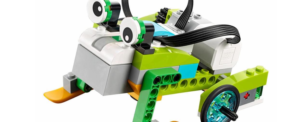 Курсанты на занятиях по РОБОТОТЕХНИКЕ изучают силу трения с помощью робота-тягача